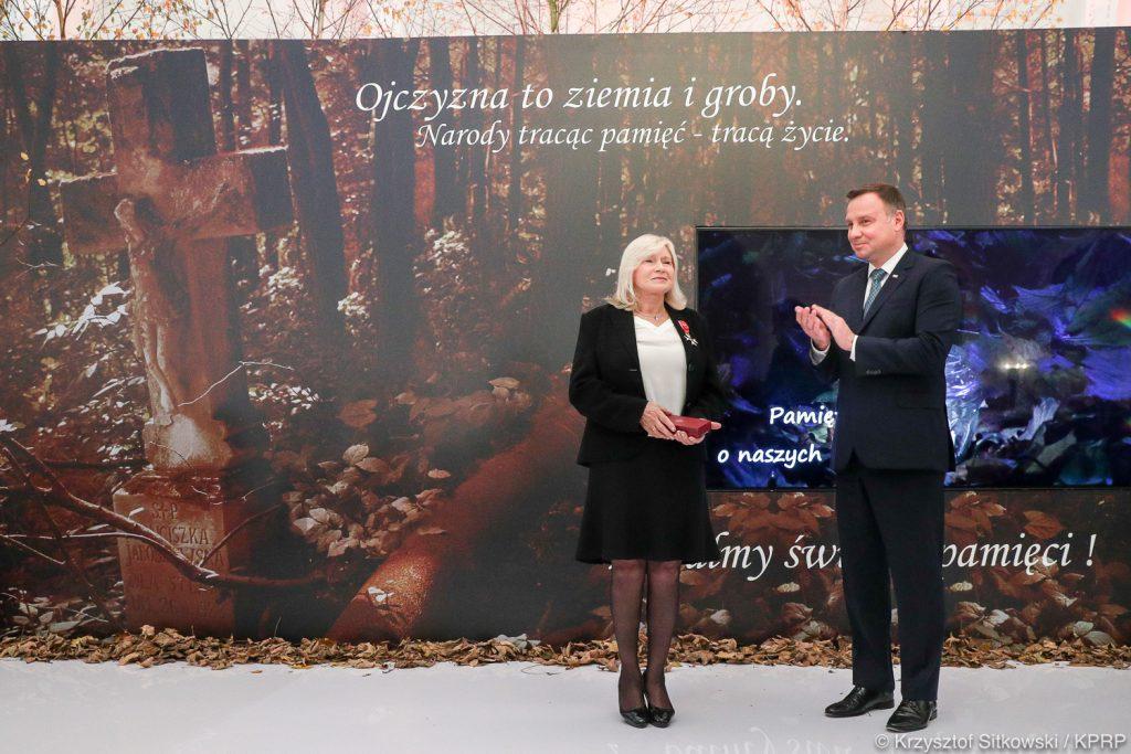 Krzyż Oficerski Orderu OOP dla redaktor Grażyny Orłowskiej-Sondej